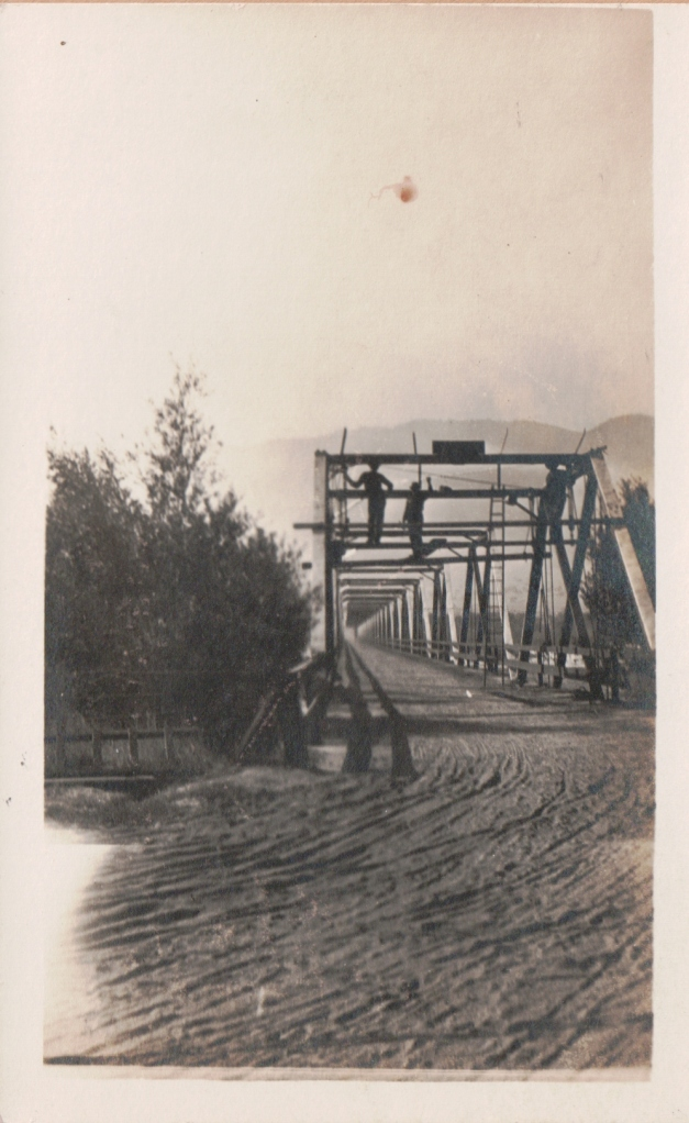 Bracken Brae bridge. Courtesy of MAH. Undated. (Front of postcard.)