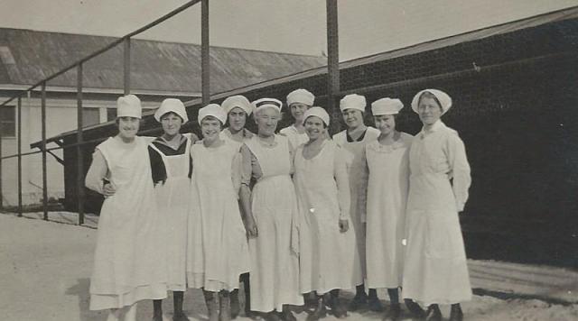Santa Cruz High School cooking class 1918/1919. Courtesy of Carol Harrington.